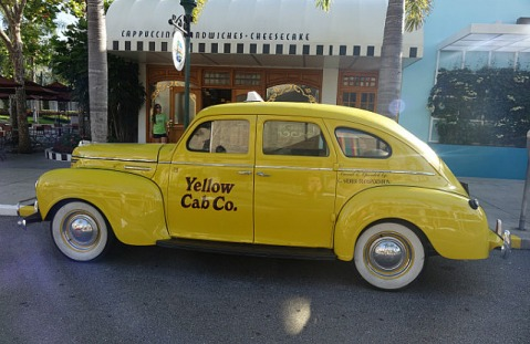 1.1434296533.one-of-the-veteran-cars-on-hollywood-boulevard