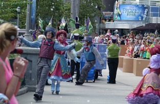 1.1434564038.the-frozen-parade-you-can-see-snowflakes