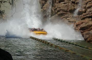 1.1434665575.the-landing-in-jurasic-park-adventure