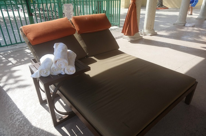 1.1435773099.our-favourite-lounger-under-a-cabana-at-the-po