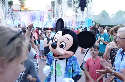 1.1436400629.mickey-at-frozen-party
