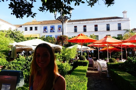 2.1441404084.daisy-in-orange-square-marbella