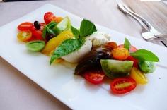 4.1441987980.mozzarella-salad