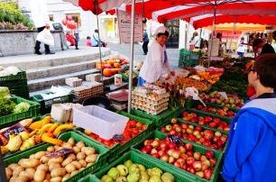 4.1442080404.vegetable-seller-lausanne