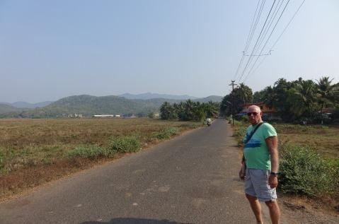 5.1454951205.bob-walking-to-chaudhi